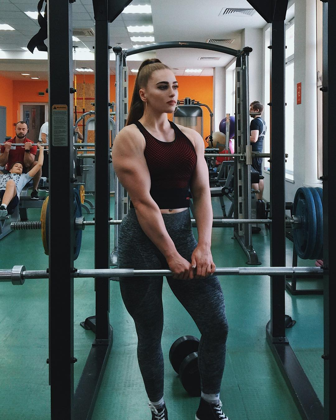 powerlifting champion responds to body shamers