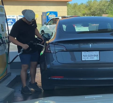 Tesla driver attempts to put petrol pump in Tesla