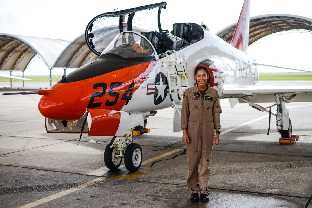 US Navy Welcomes First Black Female Tactical Jet Pilot After Nearly 110 Years