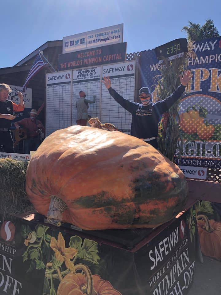 Man wins pumpkin growing contest with giant pumpkin