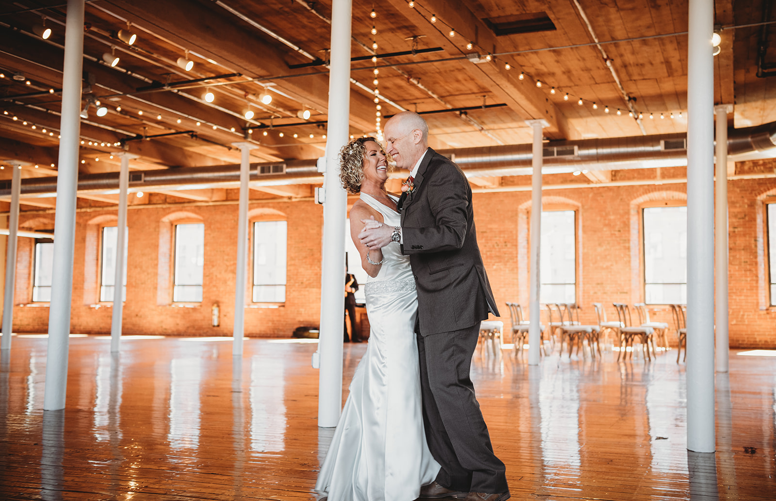Lisa and Peter dancing at wedding (Oh Hello Alzheimer's/Facebook)